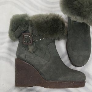 EMU size 5 wedge boots gray suede